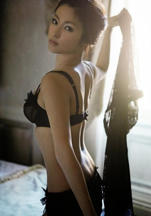 深田恭子の体がエロすぎる写真集画像9