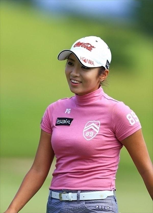 韓国出身のプロ女子ゴルファー、イ・ボミ選手のムチムチ着衣巨乳画像9