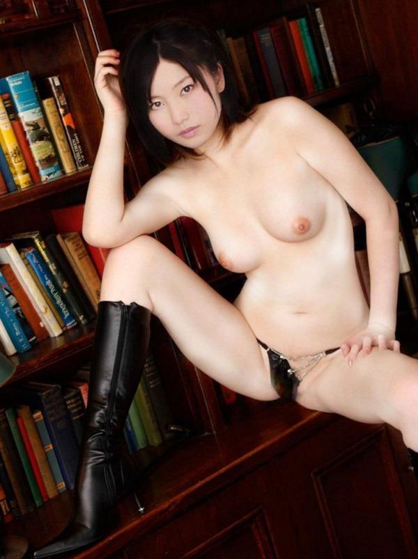 AKB48横山由依の素っ裸ヌード美乳のアイコラエロ画像10