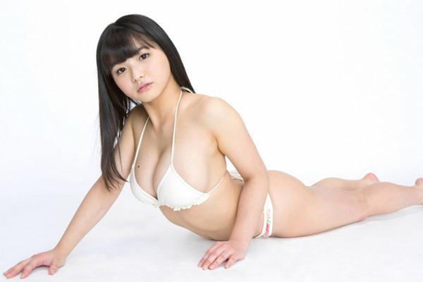 Gカップグラドル片岡沙耶の巨乳下乳エロ画像3
