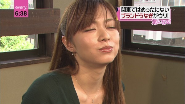 伊藤綾子アナウンサーのテレビキャプ画像GIF16