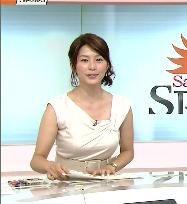 NHK杉浦友紀アナの大きい着衣横乳エロ画像12
