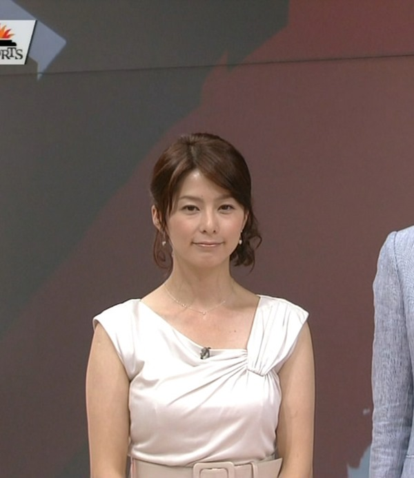 NHK杉浦友紀アナの大きい着衣横乳エロ画像13
