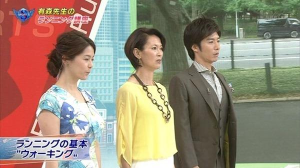 NHK杉浦友紀アナの大きい着衣横乳エロ画像1