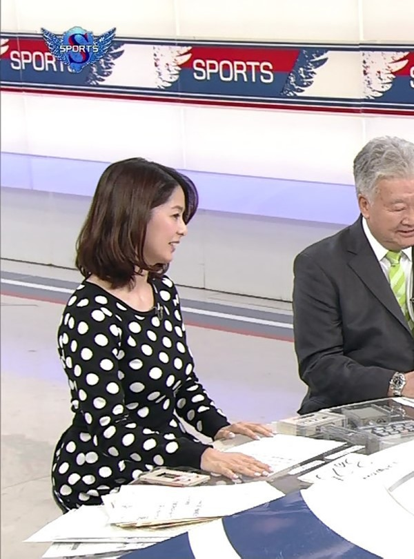 NHK杉浦友紀アナの大きい着衣横乳エロ画像9