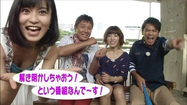 小島瑠璃子の水着姿の胸チラ谷間やTV出演時の谷間テレビキャプ画像14