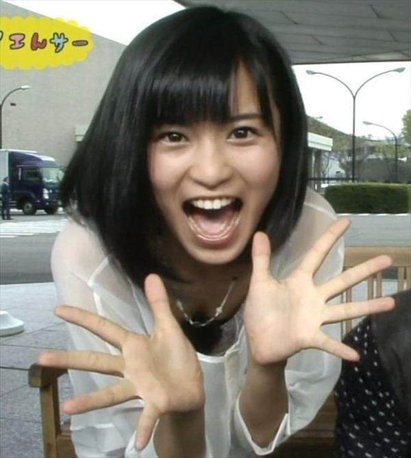 小島瑠璃子の水着姿の胸チラ谷間やTV出演時の谷間テレビキャプ画像15