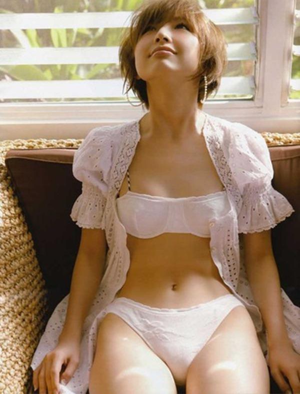篠田麻里子のモリマン水着エロ画像
