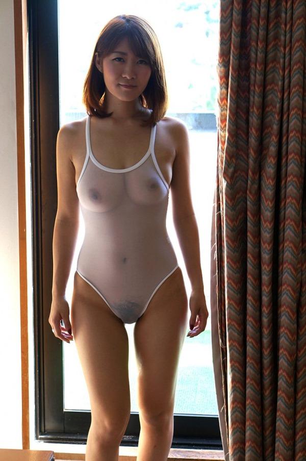 競泳水着から透けた美乳おっぱい乳首マン毛エロ画像