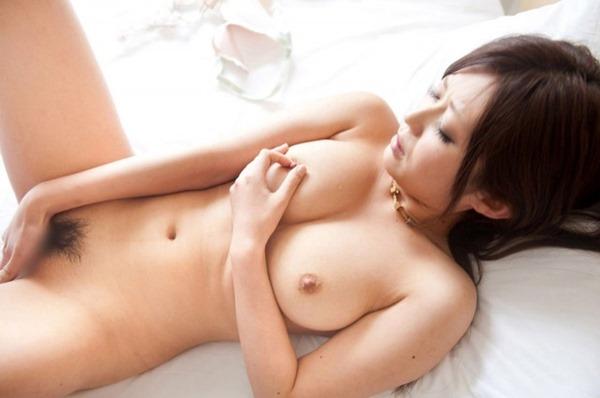 淫乱ギャルが膣内かき回し指入れオナニーエロ画像