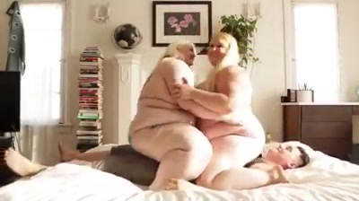 【M男】デブの素人女性のM男動画。デブ専M男にご褒美!ぽちゃぽちゃデブ女二人が全身体重をかけて男を圧迫!