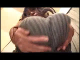 縦ニットの爆乳女!えげつない乳を弄ぶ動画をご覧ください!【Hitomi】