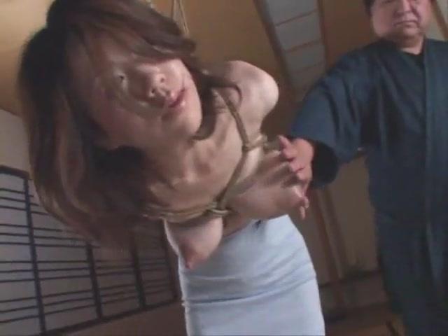 縄で縛り上げられ母乳を搾られちゃう衝撃映像!