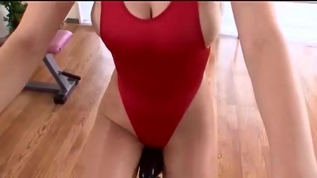 (TBACK)TBACKのレオタード姿でトレーニングするぽちゃ美巨乳お乳モデルオネエさんをご覧ください☆