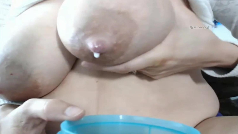 パンパンに張った爆乳ミルクタンクから母乳を搾る豊満熟女【デブぽっちゃり】