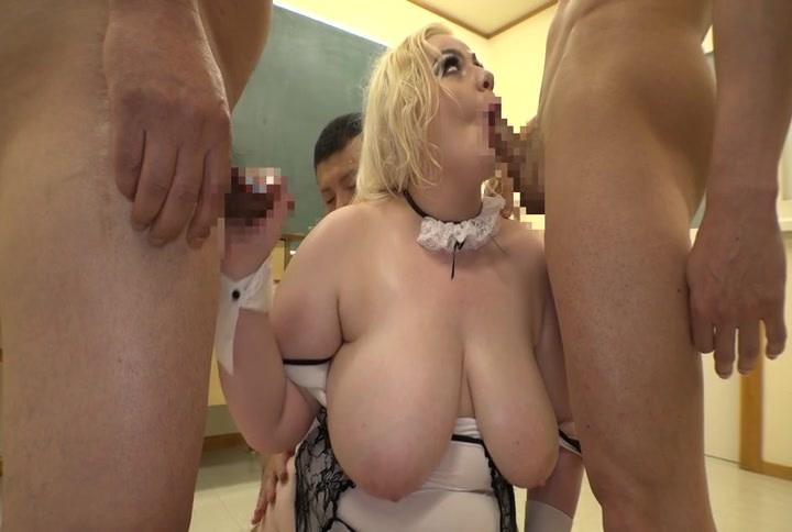 【デカ尻】ブロンドの白人の動画。超巨乳にデカ尻のブロンド白人デブ娘が日本人のペニスにしゃぶりつく!マリア