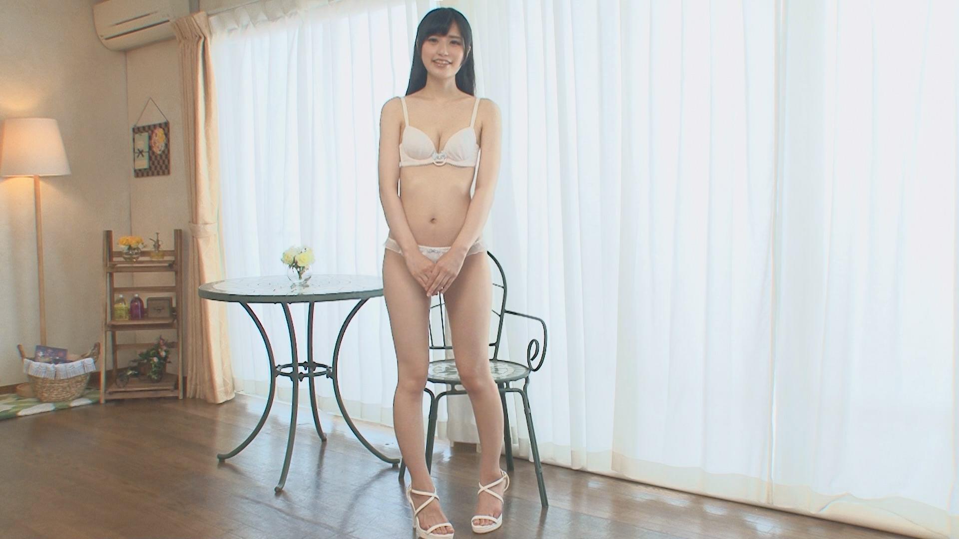 【美少女セックス動画】恥ずかしがる清楚な女の子の足を広げて弄り倒す