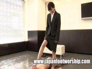 スーツのストッキングオネエさんと脚マニアプレイ