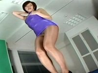 ボディコン×ストッキングで腰をクネクネさせちゃう美熟女エロダンス