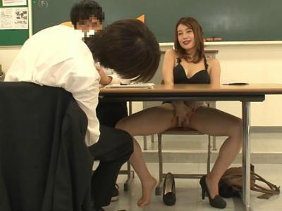 息子の三者面談に体にピタピタなボディコンを着て来て教師にパンチラ誘惑するお母さん 大場ゆい 仁美まどか 本田莉子