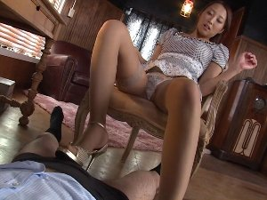 純粋なタイトミニスカオネエさんがデンマおなにーしながらサンダルコキ 松嶋葵