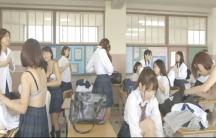 教室で着替えしている女子たち