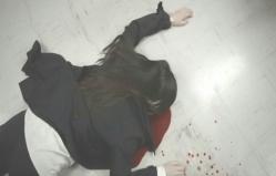 血を流して倒れている