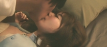 ベットに倒されてキス