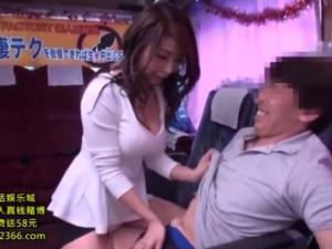 篠田あゆみ ベロチュー手コキやフェラで痴女優が素人を10分以内に射精させようと奮闘する!