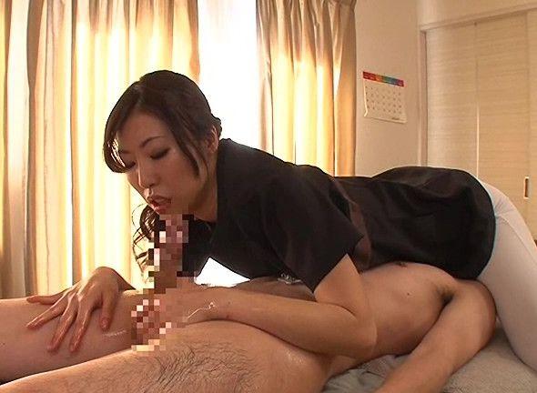 男の身体の生理を知り尽くした美人エステシャンが、その優しいタッチと卓越した指技で手コキに専念しました。舞希香