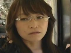 【ヘンリー塚本】堅物ぶってるメガネ熟女教師の真の顔!チ●ポ狂いのオナニー中毒女!