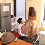 【素人】スーパーで万引きした熟女妻が店長に全裸にさせられ生ハメ!