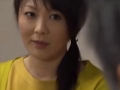 【ヘンリー塚本】円城ひとみ 性欲の衰えを知らない四十路越え熟女が娘の彼氏の中年男性を寝取ってしまう