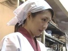 【ヘンリー塚本】金銭的に苦しい状況の清楚で健気なパートの人妻のカラダを蝕むセクハラ店主