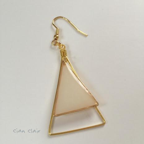 三角ピアス(裏正面)