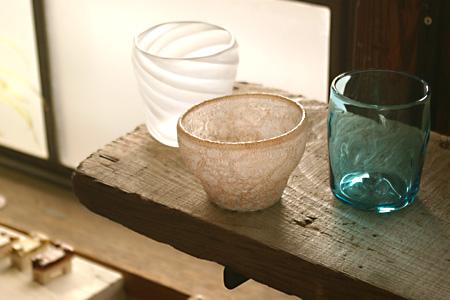 カップ展ガラス3人