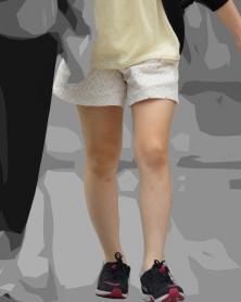 色白生脚ショートパンツ