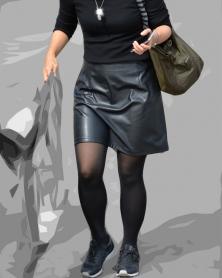 レザースカートに黒タイツ