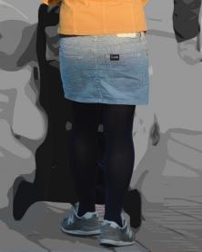 デニムのミニスカと黒タイツ