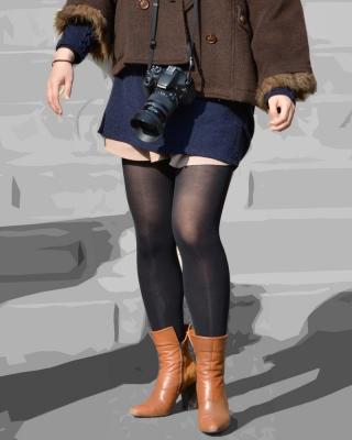 むっちり美脚の黒タイツの色艶が素敵