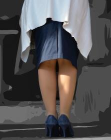 スリット長めの膝丈タイトスカート