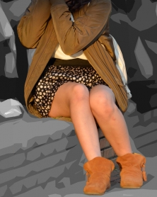 ヒラヒラ薄手生地のショートパンツと生脚
