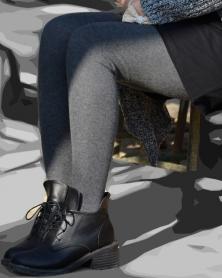 厚手タイツのむっちり美脚