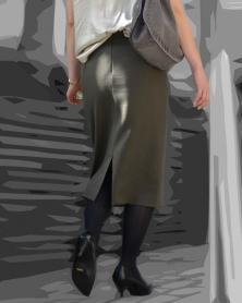 膝下タイトなスカートの魅力的なシルエット