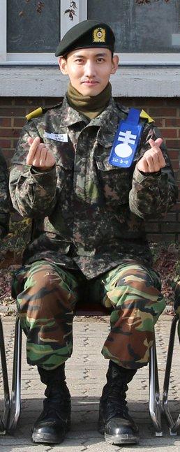 同期の 訓練兵達が 投票で 選択してくれて 中隊長訓練兵