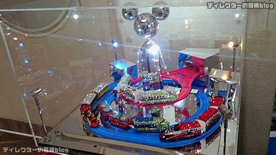 °○° [プラレール] ディズニードリームレールウェイ 1周年 スワロフスキー (R) クリスタル展示 12/25まで@リゾートゲートウェイ・ステーション [写真8枚]