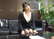 辻井美穂 爆乳生保レディが枕営業で2発抜き即契約