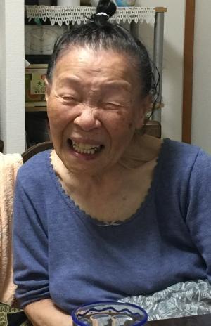 笑う婆ちゃん
