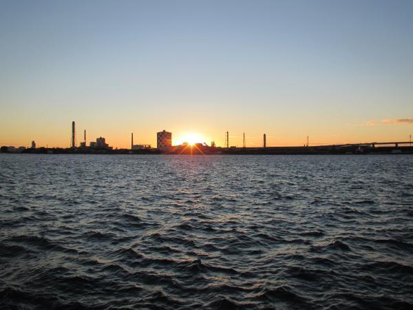 運河と日の出