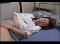 夫の連れ子に毎晩のように熟れた五十路の身体を弄ばれちゃうjyukujyoおばさんのadaruto無修正動画!